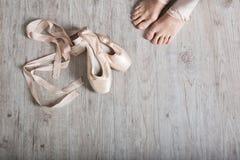芭蕾舞女演员鞋子 免版税图库摄影