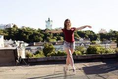芭蕾舞女演员画象屋顶的 免版税库存图片