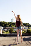 芭蕾舞女演员画象屋顶的 库存图片