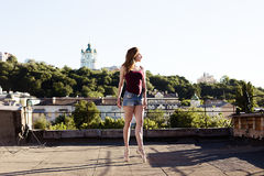 芭蕾舞女演员画象屋顶的 库存照片