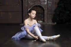 年轻芭蕾舞女演员 库存图片