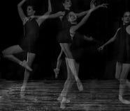 芭蕾舞女演员pointe工作室 库存图片