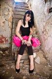 芭蕾舞短裙佩带的妇女年轻人 免版税图库摄影