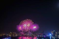芭达亚国际烟花节日 免版税图库摄影