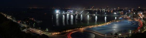 芭达亚市口岸和街市在从Pratumnak观点的晚上 免版税库存照片