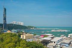 芭达亚市和海滩鸟瞰图 免版税库存照片