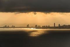芭达亚市视图在多云早晨 库存图片