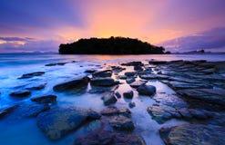 芭达亚海滩海景在日落,春武里市,泰国的 免版税库存照片