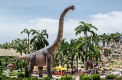 芭达亚,泰国- 2017年8月13日:人参观恐龙瓦勒 图库摄影