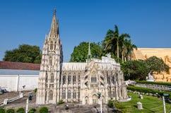 芭达亚,泰国- 2016年4月10日:在微型泰国的科隆大教堂复制品在芭达亚 库存图片