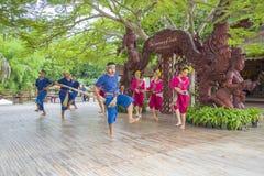 芭达亚,泰国- 9月14 :演员的传统表现真相寺庙的, 2014年9月14日 免版税库存图片
