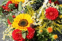花俏丽的花束,农夫市场 库存图片
