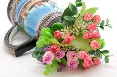 花充分的花瓶 免版税库存照片