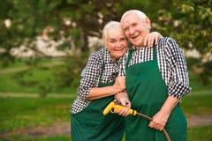 花匠夫妇,水水管 免版税库存图片
