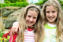 花卉双胞胎姐妹 库存图片