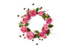 花卉圆的花圈 花框架被隔绝的做了玫瑰、叶子和金黄星在白色背景 免版税库存图片