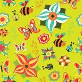 花卉无缝与蝴蝶、蜂、瓢虫和灌木 库存照片
