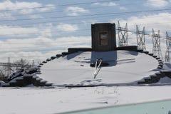 花卉时钟与雪冬天, NFO 免版税库存照片