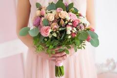 花卉构成在女孩的手上 库存图片