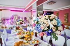 花卉构成由不同的花制成,装饰为 库存图片