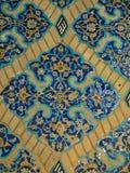 花卉瓦片装饰在蓝色清真寺在大不里士,伊朗 免版税库存照片