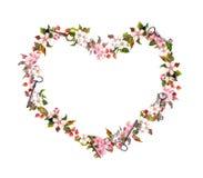 花卉花圈-心脏形状 桃红色花,心脏,钥匙 水彩为情人节,婚姻 免版税图库摄影