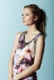 花卉衣裳的十几岁的女孩 图库摄影