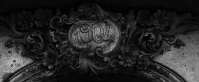花卉装饰围拢的被构筑的日期 库存图片