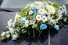 花卉装饰汽车 库存图片