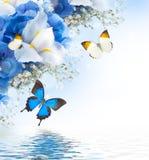 花和蝴蝶,蓝色 免版税库存图片