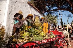 花和骨骼修改在Dia de los Muertos 免版税图库摄影