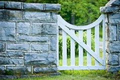 花园大门白色 免版税库存照片