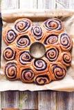花圈点心由蓝莓卷制成 库存照片