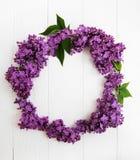 花圈由淡紫色花制成 库存照片