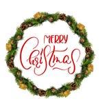 花圈被隔绝在与文本圣诞快乐的白色背景 书法和字法 免版税库存图片