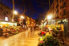 花在la兰布拉失去作用在夜 巴塞罗那 图库摄影