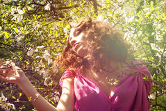 花妇女的女孩有花木兰的 库存照片