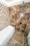 花岗岩卫生间在旅馆客房在保加利亚语的Kranevo一家五星旅馆里 免版税库存图片