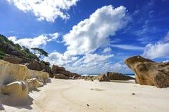 花岗岩在塞舌尔群岛晃动靠岸,小的anse, la digue 1 免版税库存照片