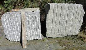 花岗岩块在制造工业的 免版税库存照片