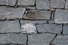 花岗岩岩石块加入了一起形成在山ref的墙壁 免版税库存照片