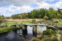 花岗岩拍板桥梁,普林斯敦,英国, 图库摄影