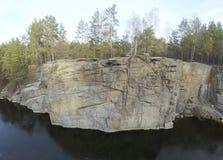 花岗岩猎物采矿空中英尺长度在森林里 库存图片