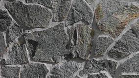 花岗岩石墙外部在阳光,纹理下 股票视频