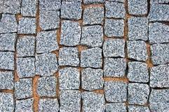 花岗岩鹅卵石路面纹理背景,铺大详细的水平的石的块,粗纹织地不很细灰色样式 图库摄影