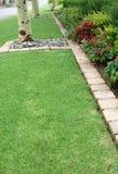 花床和草坪边缘 库存照片