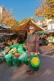 花店的在尼斯,法国微笑的卖主卖花人 库存照片