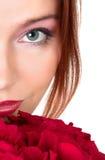 花束可爱的红色玫瑰妇女 免版税库存照片