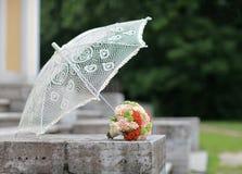 花束和伞 免版税库存图片