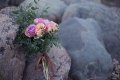 花束和石头 库存图片